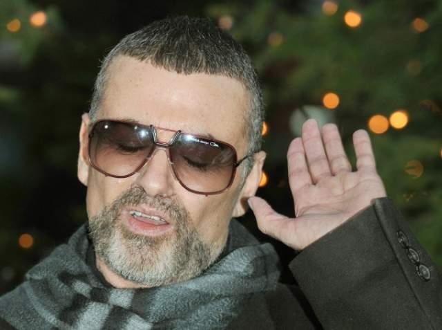 Джордж Майкл. В ноябре 2011 года британский музыкант находился на гастролях в Вене, когда заболел пневмонией. С острым приступом его отвезли в больницу, где он впал в кому на три недели.