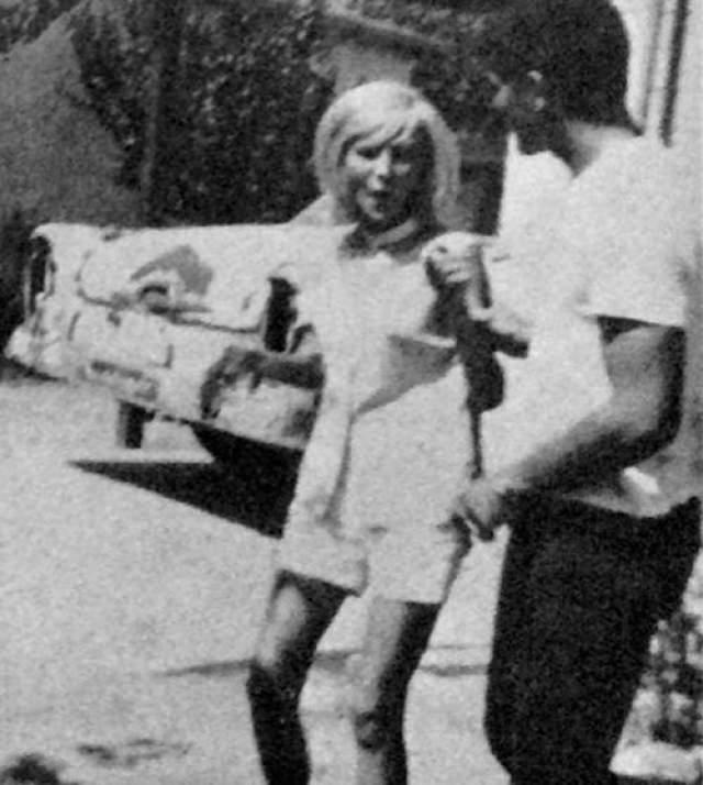 Спустя год тело Роу все еще не было найдено, и никто не знал, где ее искать, однако Шмид признался своей новой подруге, Гретхен Фриц, что это он убил Роу. Гретхен Фриц