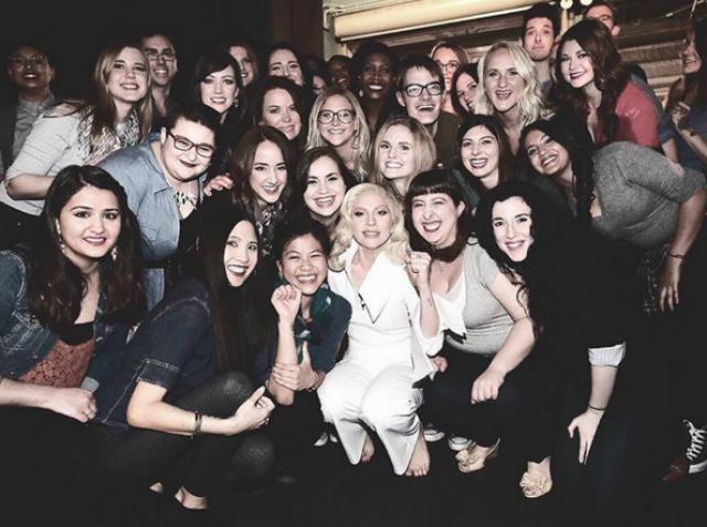 Еще одно большое признание Леди Гага также сделала на презентации документального фильма The Hunting Ground о насилии в детских лагерях. Своими заявлениями артистка вдохновила многих поклонников сбросить с себя подобные тяжелые чувства.