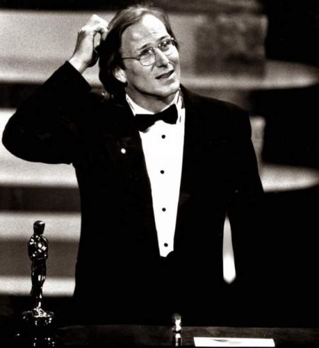 """В 1986 году впервые актеру был вручен """"Оскар"""" за исполнение роли гея. Им стал Уильям Херт , сыгравший заключенного гомосексуалиста в фильме """"Поцелуй женщины-паука""""."""