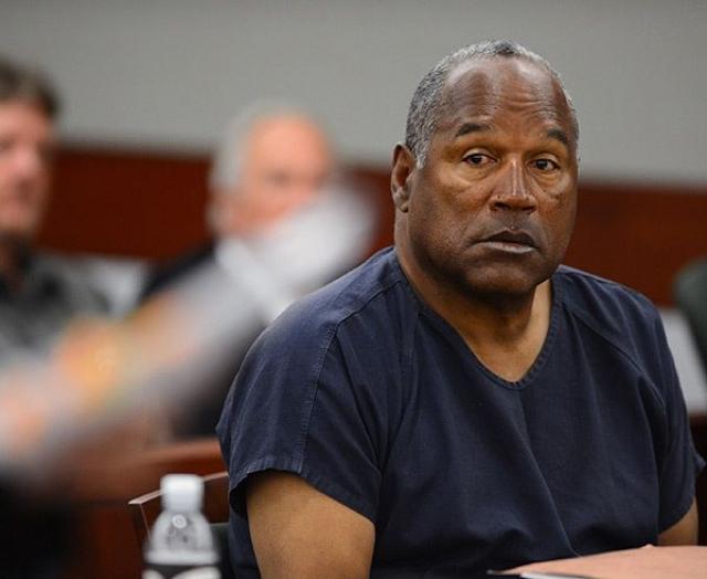 Также актер и спортсмен получил скандальную известность после того, как был обвинен в убийстве своей бывшей жены и ее друга.