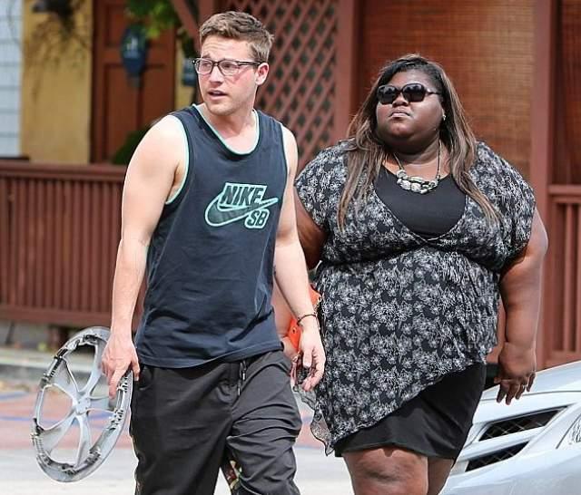 А недавно она была замечена в мини-платье на улицах Лос-Анджелеса в компании загадочного кавалера.