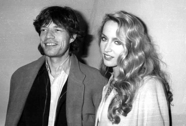 Мик Джаггер. Второй супругой рокера стала модель Джерри Холл. Их отношения продлились 22 года.