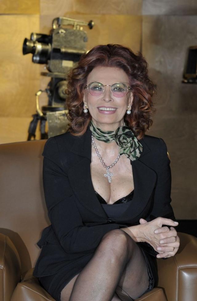 20 сентября актрисе исполняется 82 года. Она продолжает появляться на известных кинофестивалях, поражая всех своим прекрасным внешним видом.