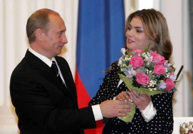 Разговоры о романе Путина и Кабаевой не унимались и вновь обострились после развода Владимира Путина в 2013 году.