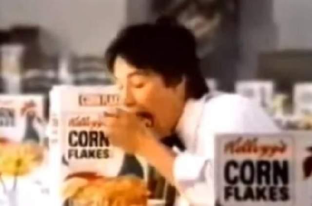 А кроме этого поедал кукурузные хлопья коробками.