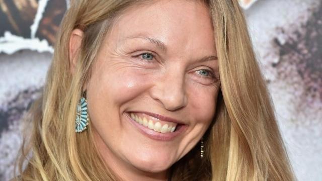 Актриса до сих пор играет в кино, а помимо этого пишет стихи и активно защищает природу.