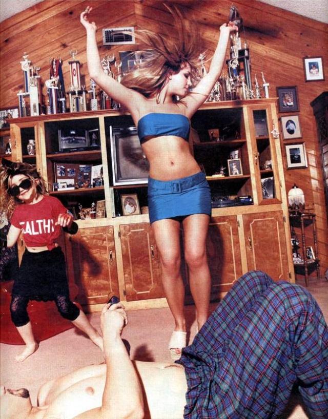 Родители фанатов сразу же предъявили Спирс претензию в том, что она злоупотребляет сексуальным образом для увеличения продаж журнала, тем самым подавая дурной пример фанатам.
