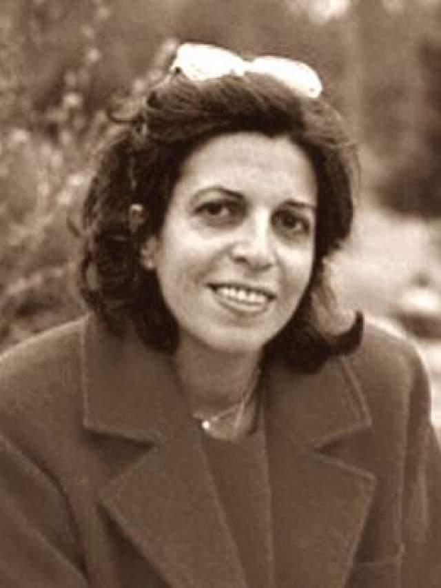 19 ноября 1988 года любимую дочь Аристотеля Онассиса нашли мертвой в доме ее друзей в Аргентине. По официальной версии это был сердечный приступ- совсем как у ее матери, несчастной Афины. Но, как и в той давней трагедии, была версия неофициальная: Кристина умерла от передозировки наркотиками, к которым ее приручил один из мужей.