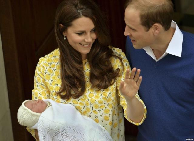 Новорожденная принцесса, 4-я в очереди наследница британской короны, появилась на свет 2 мая 2015 года.