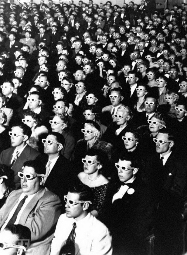 Зрители 3Д кино (3D Movie Audience, J.R. Eyerman, 1952). На просмотре первого полнометражного стерео-фильма Bwana Devil.