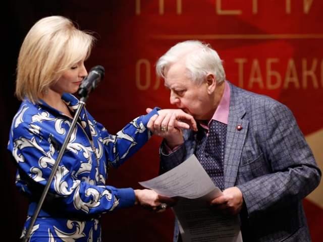 Они встречались 10 лет, включая время, пока Табаков был женат на Людмиле Крыловой. В 1994-м он развелся, а в 1995-м женился на Зудиной.