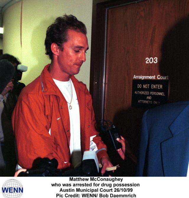 На предложение полицейских прекратить это безобразие актер послал копов куда подальше, а когда те попытались его задержать, бросился бежать.