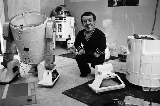 """Культовой для него стала роль, в которой не видно даже лица - робот R2-D2 в саге """"Звездные войны""""."""