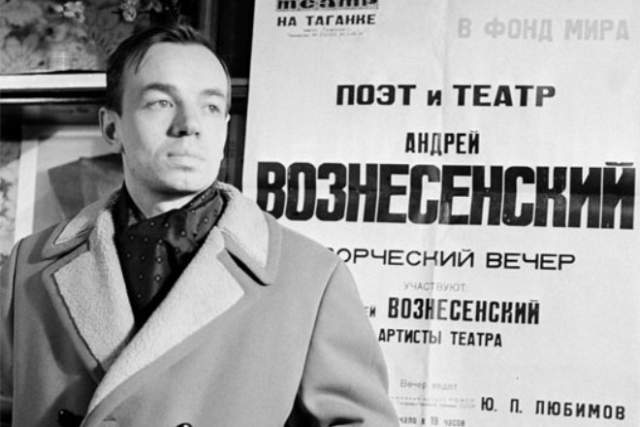 Андрей Вознесенский. Один из самых известных поэтов-шестидесятников скончался 1 июня 2010 года после продолжительной болезни. В конце жизни поэт также страдал паркинсонизмом.
