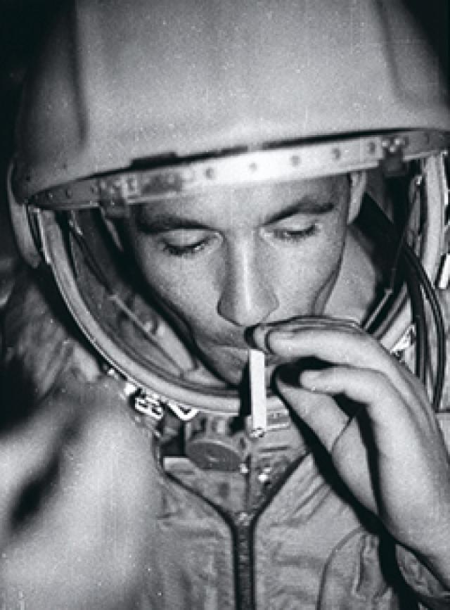 Космонавт тяжело переживал исключение и надеялся, что его в скором времени вернут в отряд космонавтов. Вскоре начались серьезные проблемы с алкоголем... Нелюбов погиб под колесами поезда .