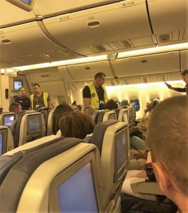 Не так давно актер был вновь обвиняя в дебоширстве: в Интернете появилось видео, на котором скандального актера Алексея выводят из самолета. Из-за якобы нетрезвого актера лайнеру, который должен был выполнить рейс Симферополь -Москва, пришлось вернуться в аэропорт вылета.