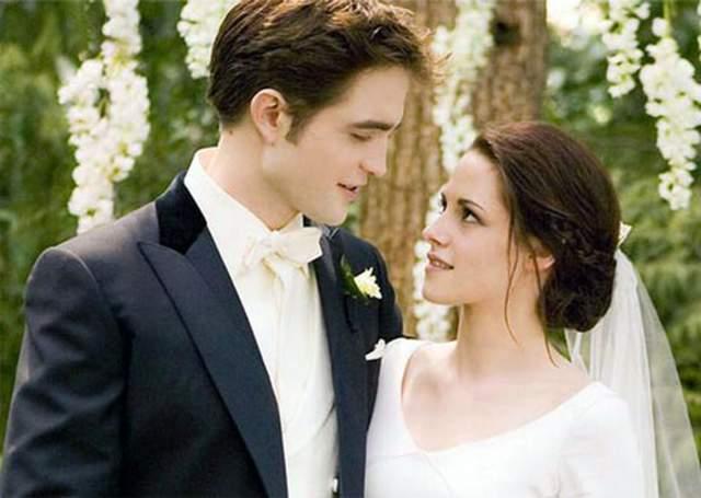 По словам одного из друзей Роберта Патиссона, актер планировал припасть на одно колено перед Кристен и надеть на ее палец помолочнее кольцо. Теперь свадьбе Стюарт и Патиссона не бывать.
