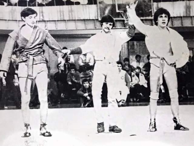 Дмитрий Нагиев в 80-е был успешным борцом. На снимке ему присуждают победу на соревнованиях по самбо.