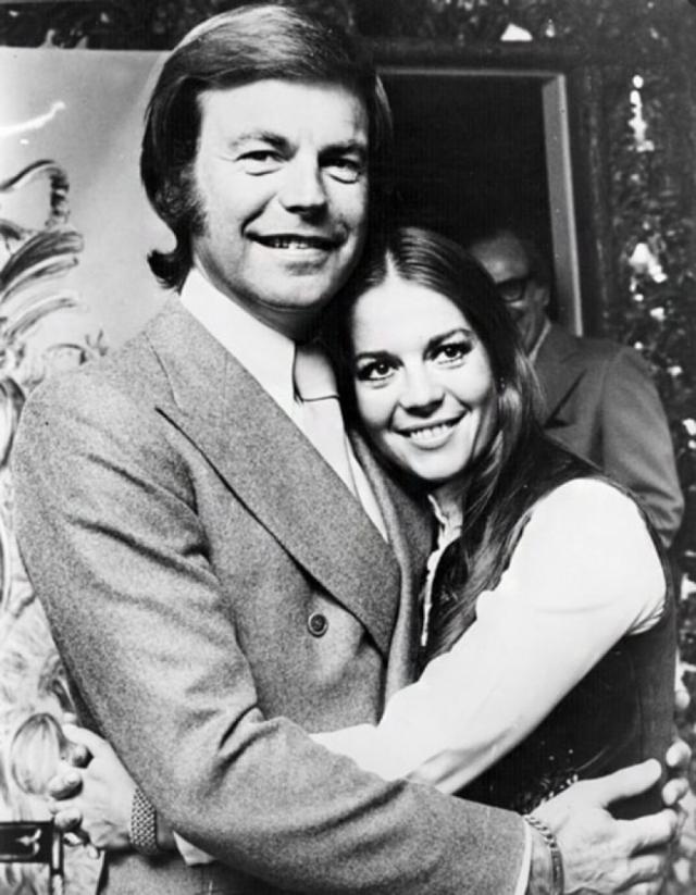 Кроме Вуд, на яхте находились ее муж Роберт Вагнер.