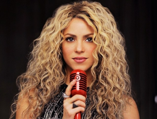 Шакира – Изабель Мебарак Риполл. Кто-то утверждает, что Шакира – это псевдоним, кто-то – что это настоящее имя певицы и по паспорту она записана как Шакира Изабель Мебарак Риполл. Сама знаменитость отмалчивается или всегда говорит по-разному.