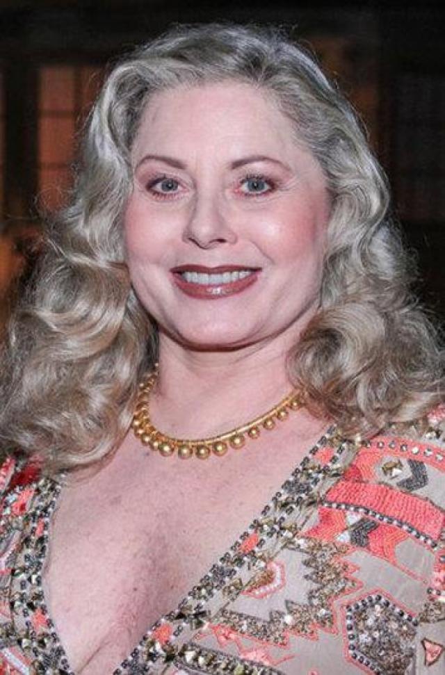 В 1997 году актриса призналась в своей наркозависимости и отправилась на лечение, прекратив работу в сериалах на несколько лет. Полностью избавиться от наркотиков актрисе удалось спустя три года лечения, в 2000 Фишер вернулась на ТВ.