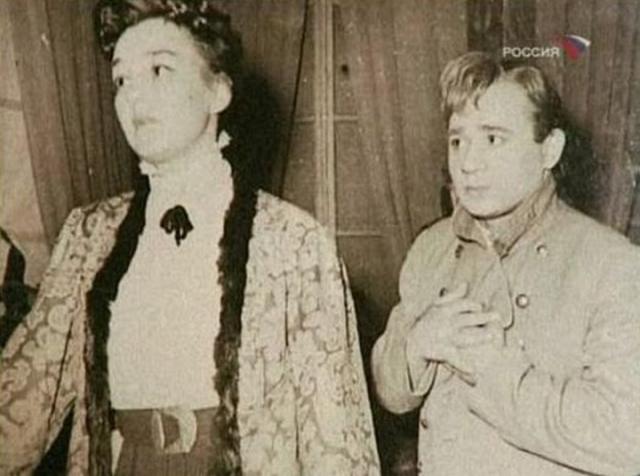 """Однажды, когда Янши, в присутствии знаменитого завлита театра Маркова, сказал: """"Это ужасно, ужасно!"""", тот ему ответил: """"Миша, Леонов уже лучше тебя играет"""". Яншин улыбнулся, но Евгению Павловичу сказал: """"И не подумай, что правда""""."""