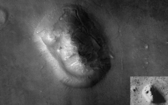 """Через 30 лет """"лицо"""" все еще обсуждают и ведут споры о его происхождении. Многие верят, что это дело рук древней марсианской цивилизации, уж очень объект напоминает земного сфинкса."""