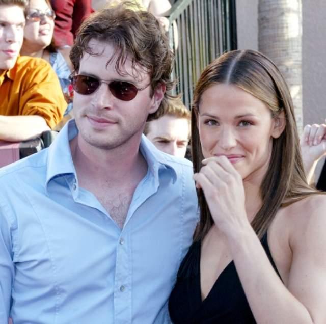 """Дженнифер Гарнер и Скотт Фолли, 2000-2003. Пара познакомилась в 1998 году на съемках фильма """"Фелисити"""" и уже через два года поженились."""