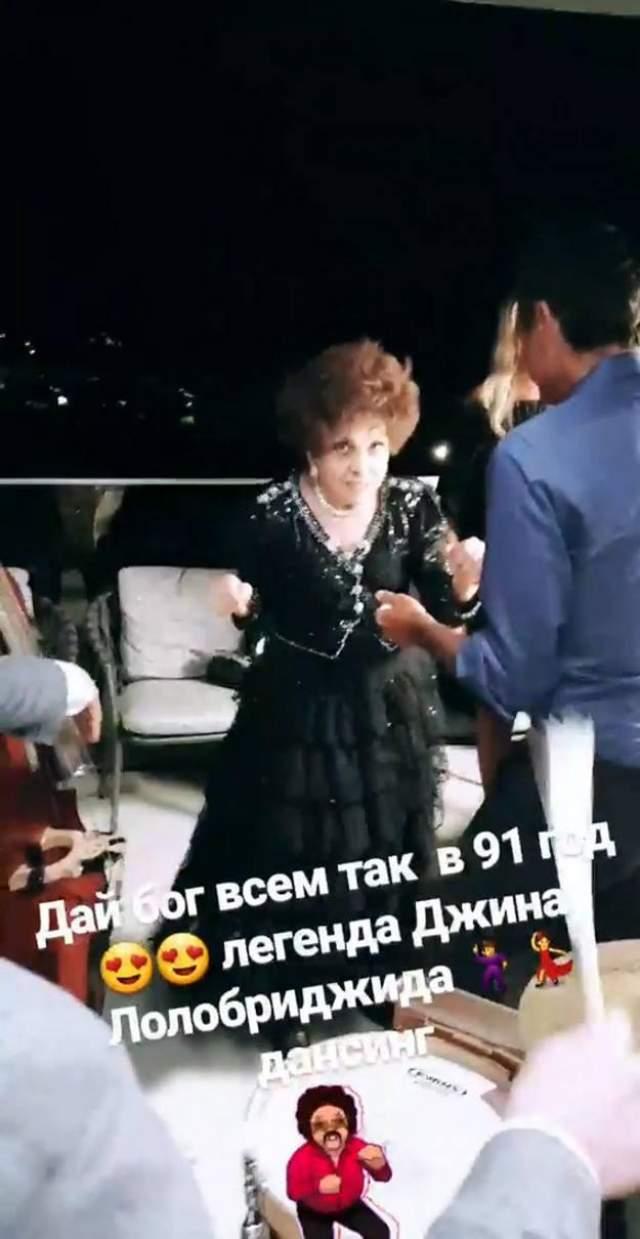 Звезда, надо сказать, до сих пор активно тусуется - не так давно ее заметила на яхт-вечеринке в Италии Ксения Собчак.