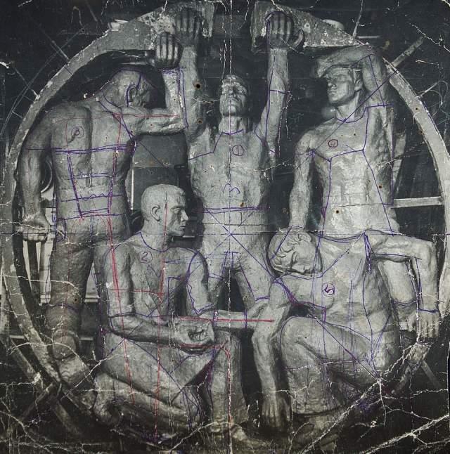 АПЛ К-8 погибла 12 апреля 1970 года в Бискайском заливе Атлантического океана в результате сильного пожара, приведшего к потере запаса плавучести и продольной остойчивости. Подводная лодка затонула на глубине 4680 метров и 490 км к северо-западу от Испании. Погибли. 52 члена экипажа. Погибая они успели заглушить ядерные реакторы. На фото: памятник экипажу К-8