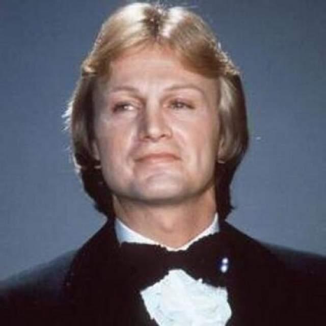 """11 марта 1978 года певец должен был учавствовать в телевизионном шоу, для чего он вернулся в Париж из Швейцарии, где записывал свои композиции для """"BBC""""."""