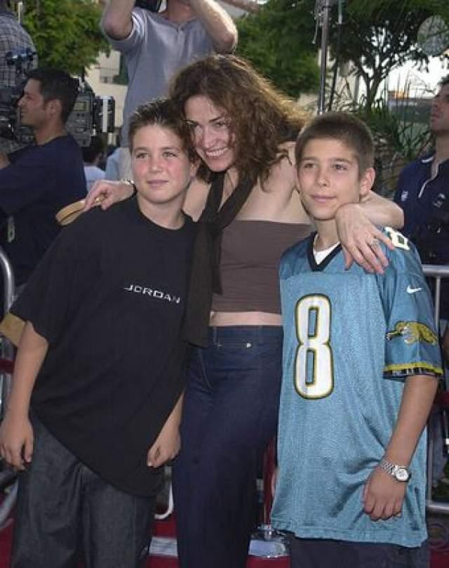 """Ким Дилейни. Актриса из сериала """"Полиция Нью-Йорка"""" также лишилась родительских прав на своих сыновей-подростков из-за пристрастия к выпивке."""