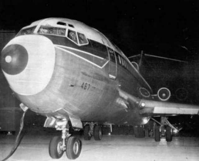 """Угон самолета """"Боинг-727"""" Д.Б.Купер - имя самого известного угонщика самолетов всех времен. 24 ноября 1971 года этот мужчина, которого, кстати, не нашли до сих пор, совершил угон пассажирского """"Боинга-727"""""""