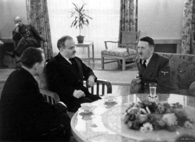 """Реакция Сталина стала известна 13 ноября. Дав несколько советов относительно аргументации необходимости для СССР иметь выходы из Черного моря, Сталин отметил, что """"если результаты дальнейшей беседы покажут, что ты в основном можешь договориться с немцами, а для Москвы останутся окончание и оформление дела, - то тем лучше""""."""