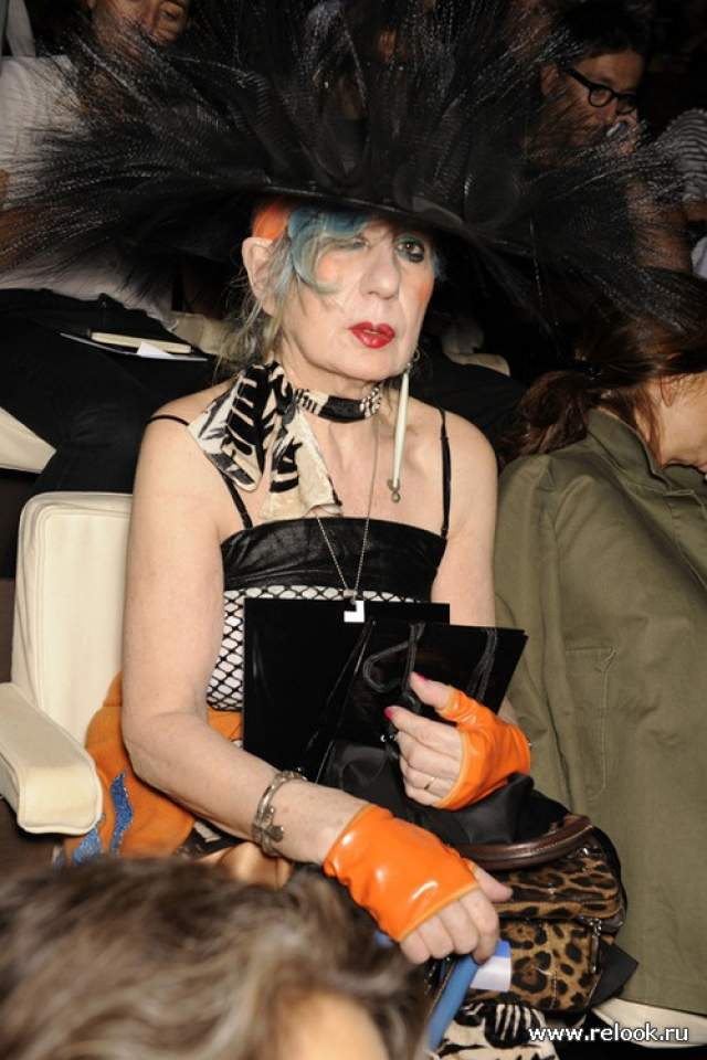 Анна Пьяджи, 1931-2012. Одна из самых неоднозначных персон модной индустрии, но вот в чем-чем обвинить ее никак нельзя - это в отсутствии собственного стиля.