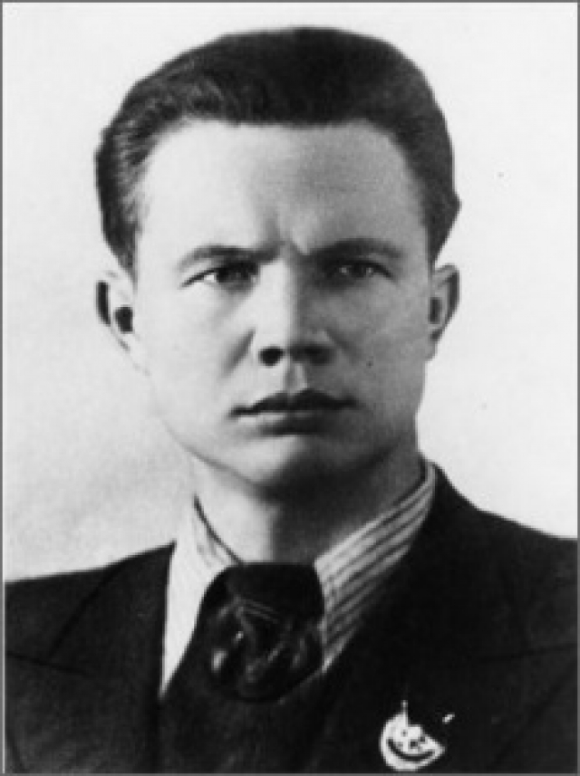 По одной из них, он, находясь на переподготовке, по неосторожности застрелил офицера и был осужден на восемь лет с отбыванием на фронте в штрафбате и погиб во время боев.