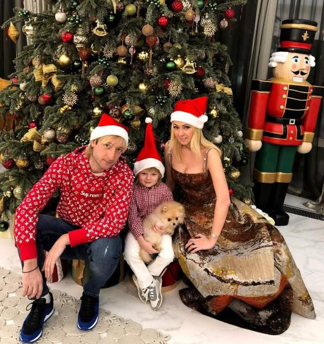 Яна Рудковская и Евгений Плющенко с сыном.