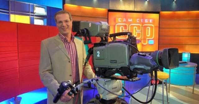 """""""Сам себе режиссер"""" до сих пор идет на ТВ, если кто-то думал, что телеведущий пропал. Его по-прежнему можно увидеть сразу после зажигательной песни """"Я всегда с собой беру видеокамеру""""."""