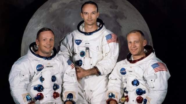 Нил Армстронг, Эдвин Олдрин и Майкл Коллинз. Хотя споры о том, были американцы на Луне или нет, не утихают до сих пор, официальные источники бесспорно утверждают, что эта тройка астронавтов - первые люди на поверхности спутника нашей планеты.