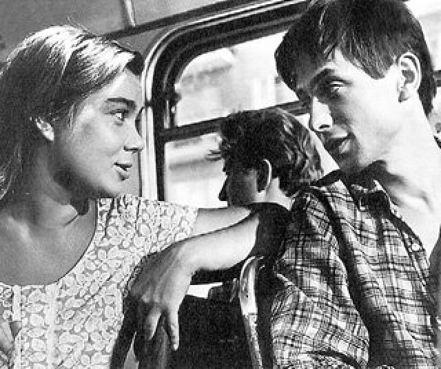 """Придя в """"Современник"""", актер поставил себе цель - взять в жены популярную Нину Дорошину. Актриса была старше его на семь лет и влюблена в другого - Олега Ефремова."""