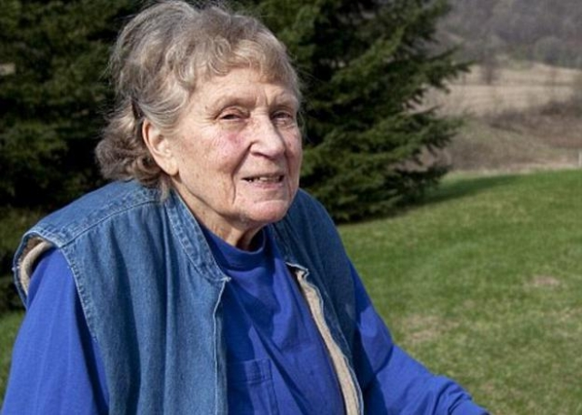 В Грузии С. Аллилуеву ждал такой же холодный прием, и она вернулась в Америку. Объехала весь мир. Умерла в 2011 г.
