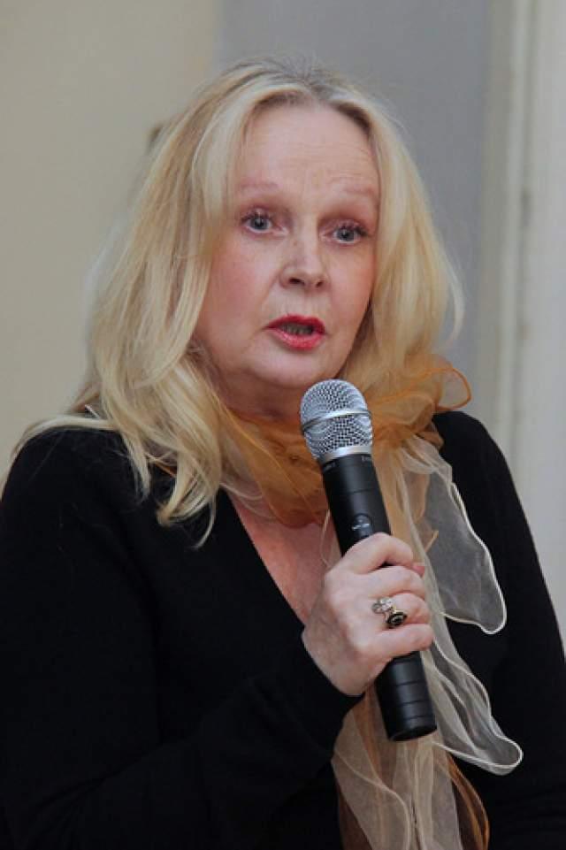 Валентина Талызина говорила, что на психическое здоровье актрисы повлияли и частые конфликты, которые случались у нее в Театре Моссовета. Именно оттуда ее в первый раз и забрали в клинику. В последний раз на экране она появилась в 1992 г. А в 2013 г. Наталья Богунова умерла во время отпуска на Крите от инфаркта.