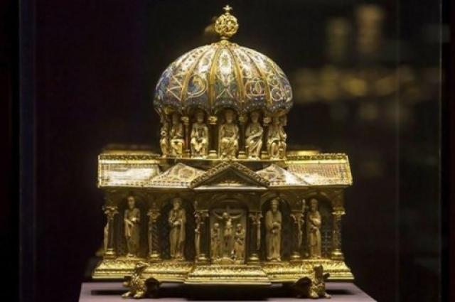"""Адольф планировал создать """"Музей вымершей расы"""", в котором хотел разместить свою коллекцию еврейских артефактов."""