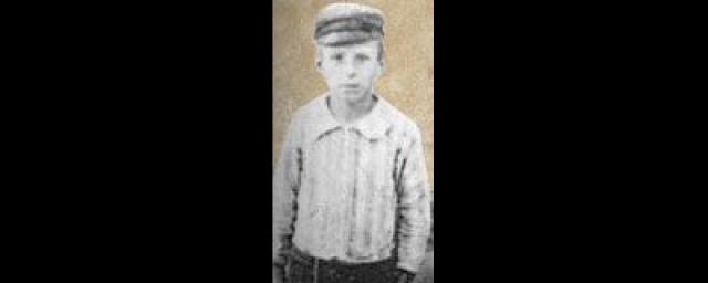 """Никола Тесла родился в ночь с 9 на 10 июля 1856 года в разгар сильной грозы. По семейному преданию повитуха в ужасе провозгласила молнию дурным знаком и заявила, что младенец будет исчадьем тьмы, на что его мать возразила: """"Нет, он будет дитя света""""."""