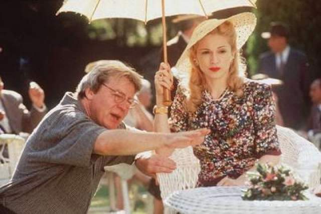 """В 1996 году Мадонна снялась в роли Свиты Перон в мюзикле """"Эвита"""". Эта работа была оценена престижной премией """"Золотой Глобус""""."""