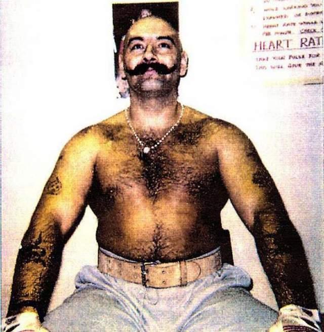 Британский актер сыграл своего соотечественника Чарльза Бронсона, но на этом сходство с героем у Харди закончилось. Бронсон отбывал пожизненное наказание и был более чем на два десятка килограммов толще актера.