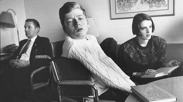 Нолан не сказал в своей жизни ни слова, но его поэзия сравнивается с Джойсом, Китсом и Йейтсом.