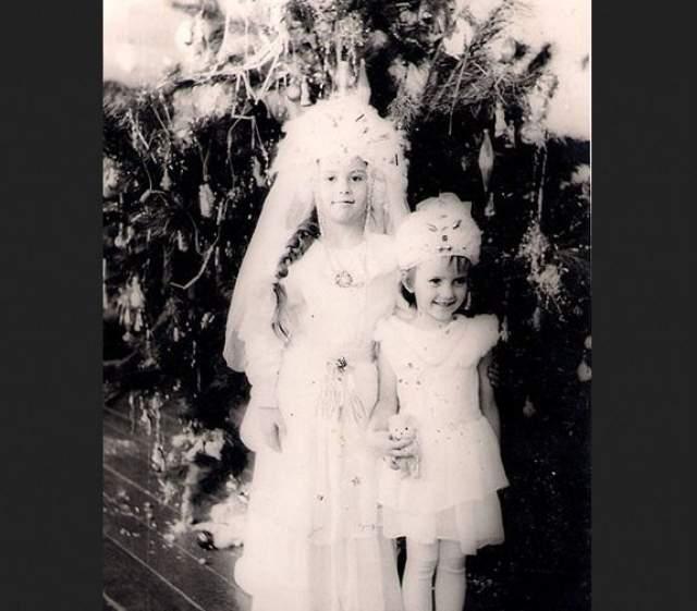 Актриса Юлия Зимина (справа) с сестрой.
