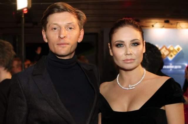Павел Воля и Ляйсан Утяшева Российский киноактер, телеведущий, стендапер, резидент юмористического шоу стал отличным спутником для знаменитой художественной гимнастки, писательницы и актрисы. Начало творческому союзу было положено еще в 2010 году.